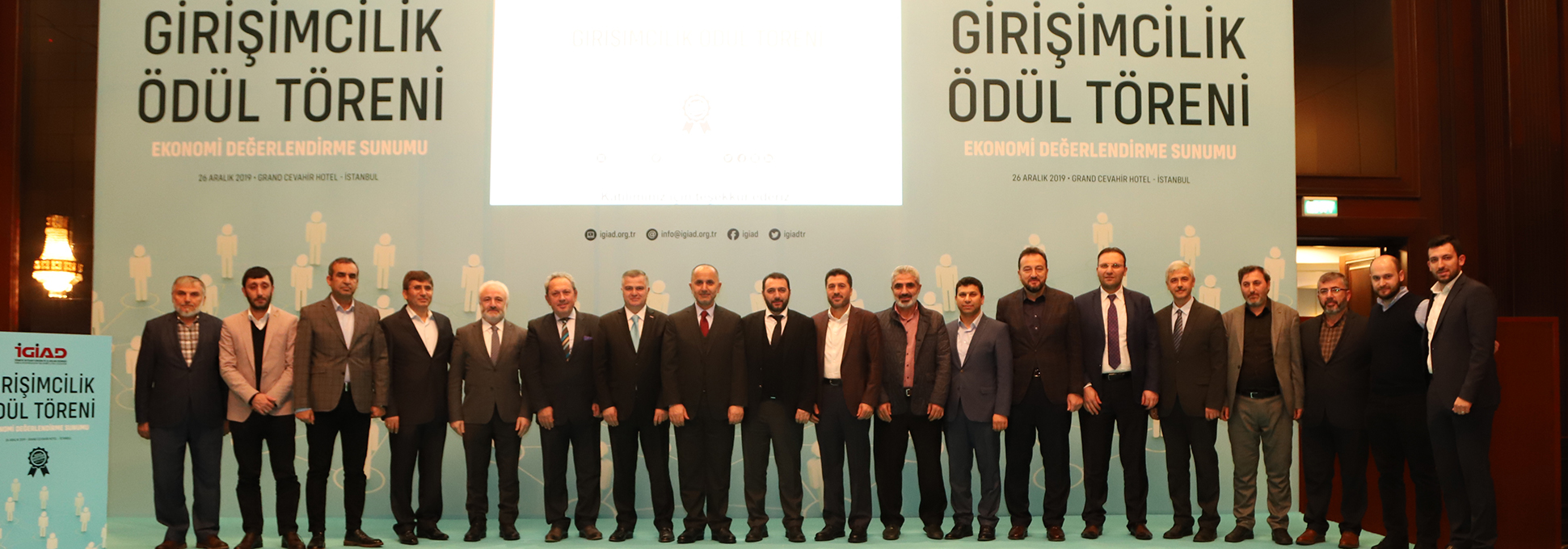 """""""Yılın Girişimcisi Ödülü"""" HRPeak CEO'su Burhan Koca'ya Verildi"""